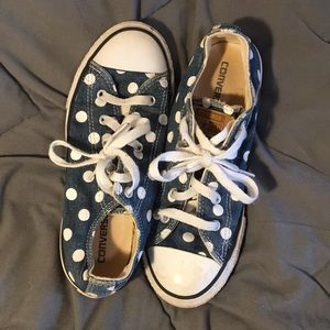 denim converse with white polka dots